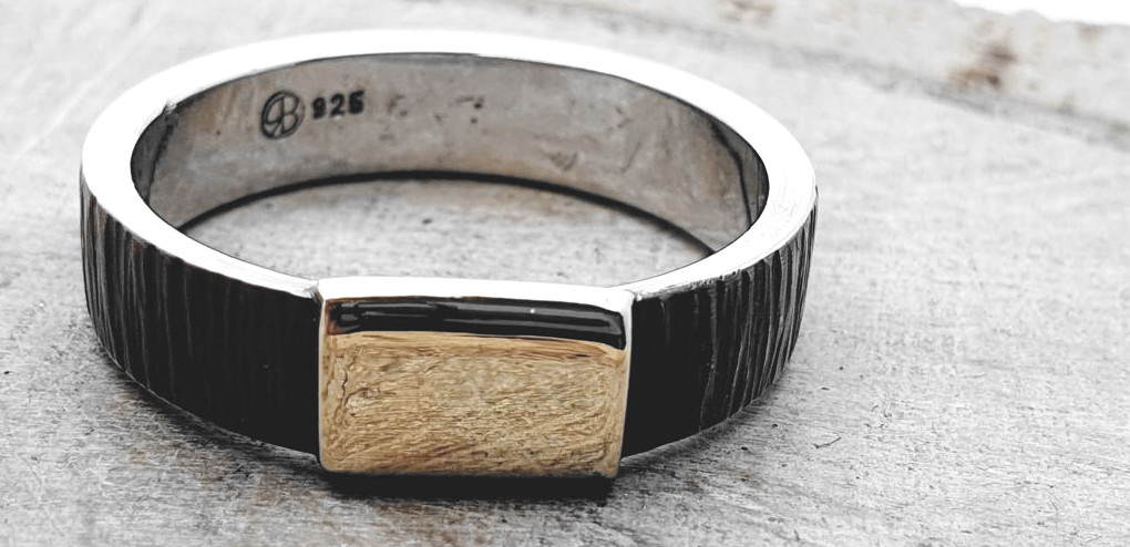 925er Silberring, gehämmert mit 585 Goldplatte / personalisierbar