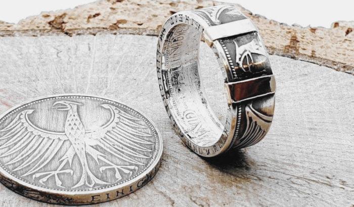 Münzring aus 5 DM Münze, mit 2 / 585er Goldplättchen / personalisierbar