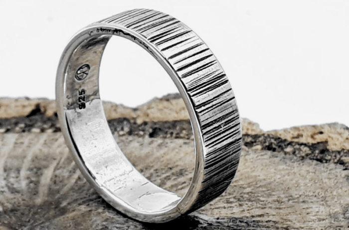 Silberring (925S) gehämmert geschwärzt / Unisex / personalisierbar
