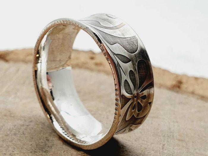 925er Silberring mit Blütenmuster / personalisierbar