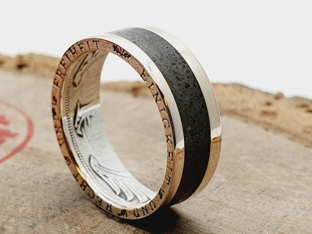 Silberring, aus 5 DM Silbermünze / Inlay Schwarzer Turmalin / personalisierbar