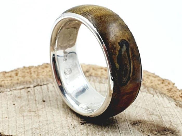 Holzring aus Wurzelholz kombiniert mit Silber personalisierbar
