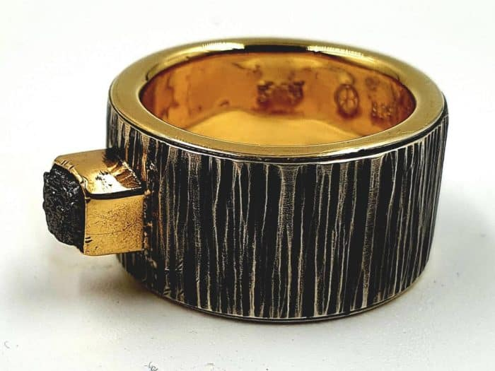 Silberring Baumrindenoptik mit Goldeinlage und Rohdiamant